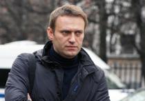 Саратовским полицейским пришлось защищать Навального от горожан