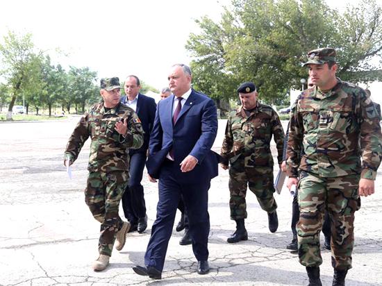 Воинскую службу нужно  перевести наконтрактную основу— Президент Молдовы